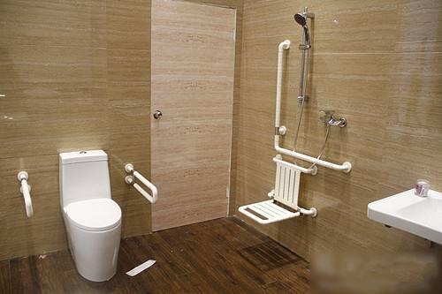 【农村自建房装修】老年人卫生间装修设计防摔的重要4点